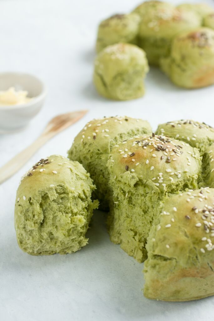Matcha tea bread rolls 1
